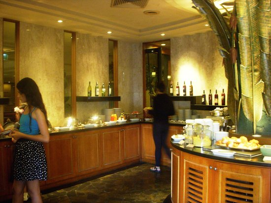 Indra Regent Hotel: The hotel dining area