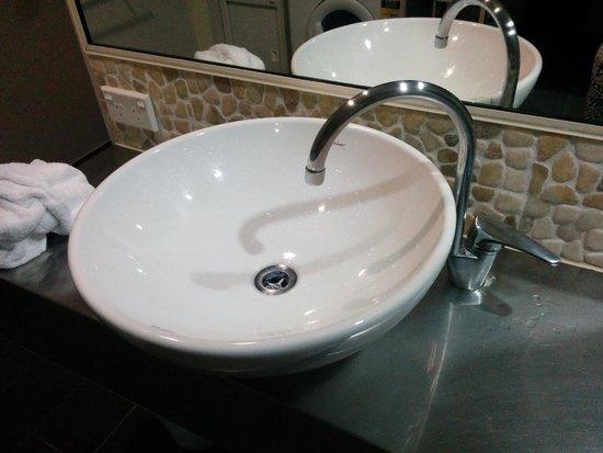 Mango Lagoon Resort & Wellness Spa: Clean & new bathroom facility