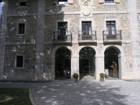 Iriarte Jauregia Hotel: facade