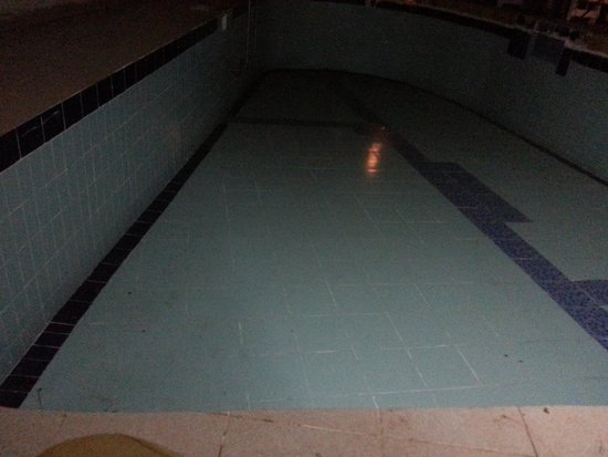 All Season's Goa: bad swimm pool