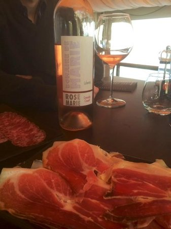 the table of gordes: excellente charcuterie ibérique et bon Lubéron rosé