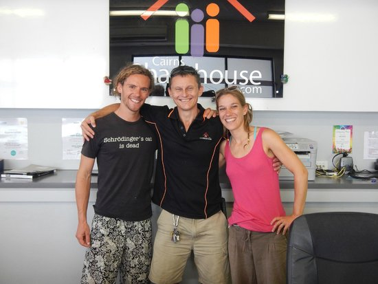 Cairns Sharehouse: Picture of us with Philippe, member of the staff