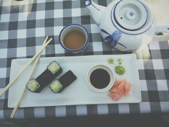 The Fez at Baghdad: Lovely sushi and green tea