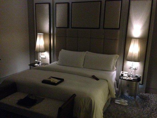 the st regis bangkok bedroom suite