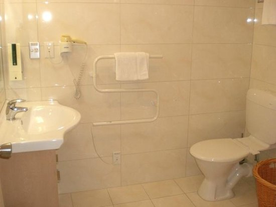 BEST WESTERN Newmarket Inn & Suites: Room 15 Bathroom