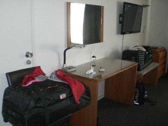 Best Western Newmarket Inn & Suites : Room 15 Biggest TV in any room
