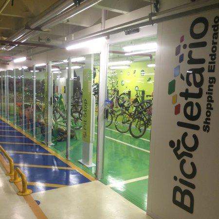 Shopping Eldorado: O bicicletario é um luxo