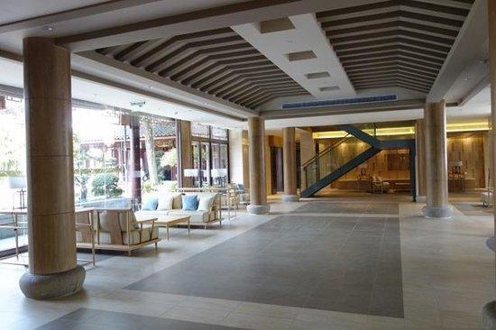 All Seasons Hotel: Waiting Area