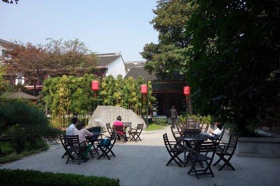 All Seasons Hotel : Garden in the Hotel