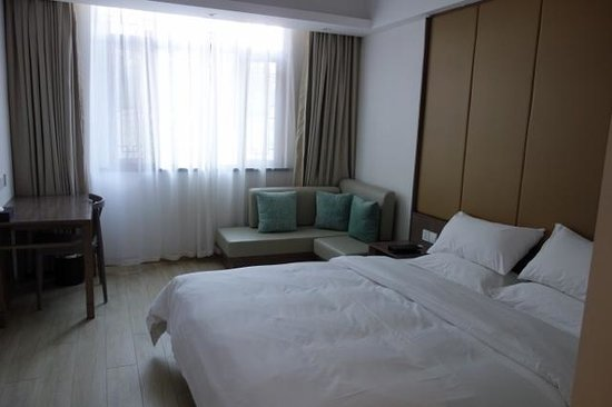 All Seasons Hotel : Kind Sized Bed Room