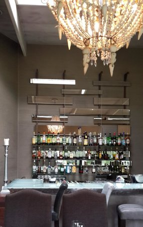 Zinzi: The Bar