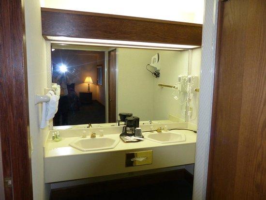 Alpine, WY: éviers (baignoire dans la pièce à coté)