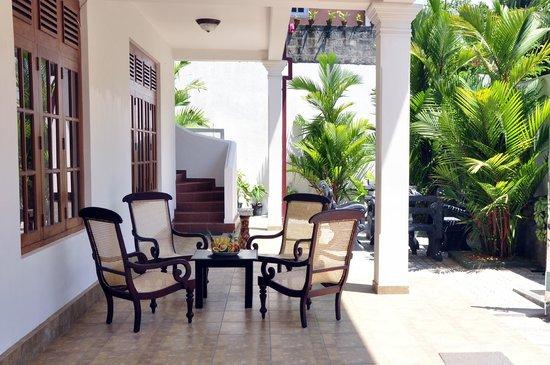 Chami Villa Bentota: Hotel side
