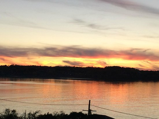 Sunset on the Hudson from the Rhinecliff