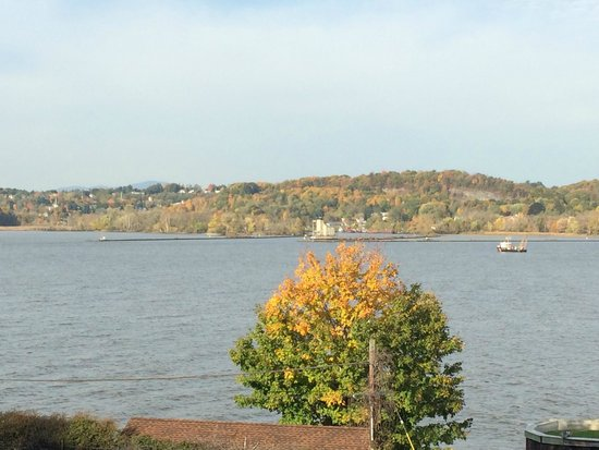 The Rhinecliff: Hudson River