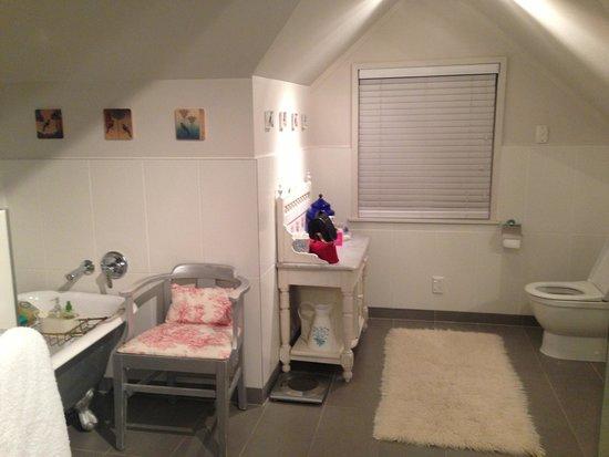 Auckland Birdwood House B&B: Large bathroom
