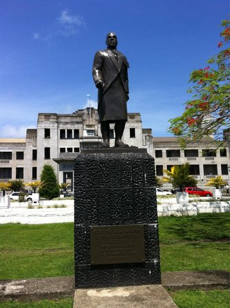 Government Buildings - Parliament: Statue outside government buildings