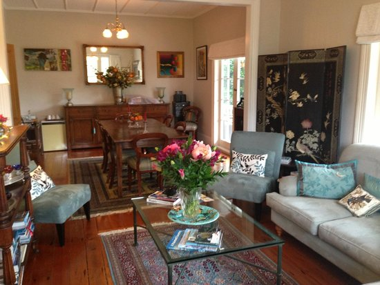 Auckland Birdwood House B&B: Living room and Dining area