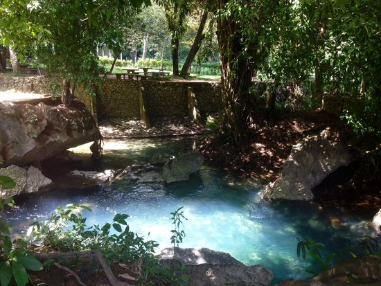 Tham Chang Cave: Clearblue pool