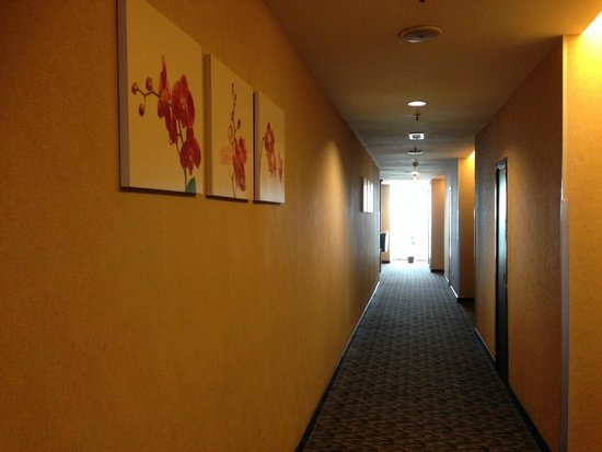 Grand Borneo Hotel: Hallway