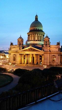 Astoria Hotel: La cathédrale St Isaac au coucher du soleil