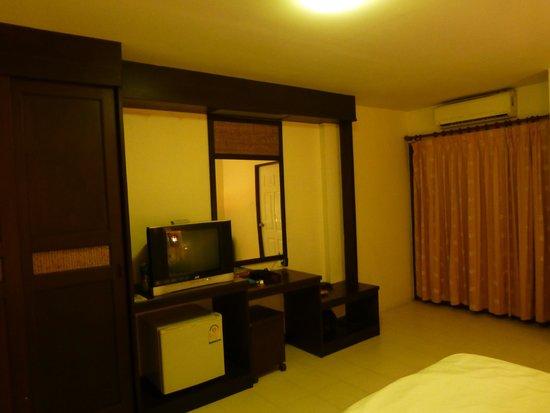 Paddy's Palms Resort: Großes Zimmer