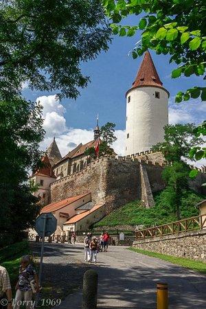 Krivoklat Castle : Вид на замок с подъездной дороги