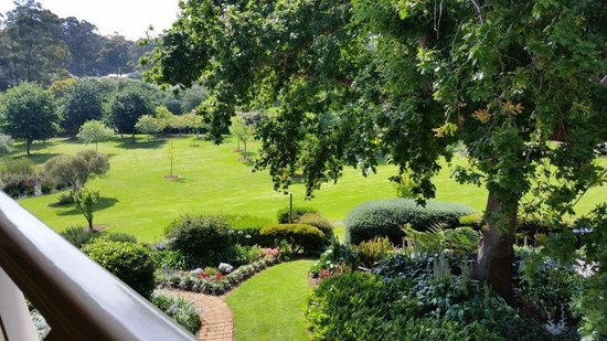 Grand Mercure Basildene Manor: Beautiful Grounds