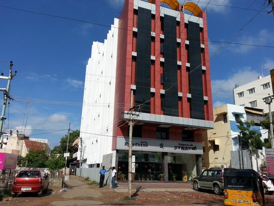 Hotel Rajadhane: The hotel from outside