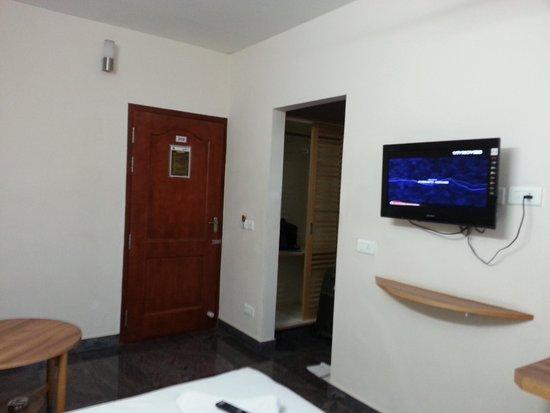 Hotel Rajadhane: Room from inside