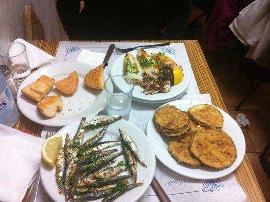 Can Mano : Sardines grillées, aubergines fries, calamar et pain con tomate