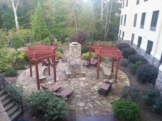 Comfort Suites Atlanta / Kennesaw: Fire Pit Seating Area