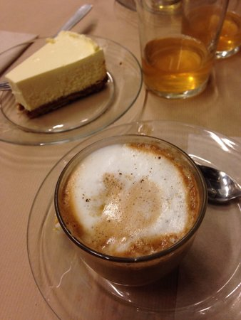 Rose bakery: Capuccino et cheese cake