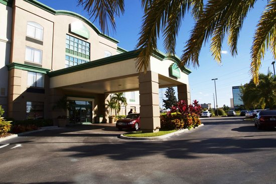 Wingate by Wyndham Convention Ctr Closest Universal Orlando: Hotel gate