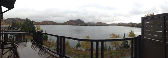 RCNT Chalets: view on lake