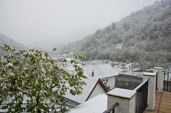 Hotel Rural Besaro: Izalzu desde la terraza de nuestra habitación.