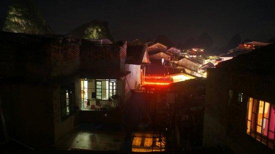 Charming Inn: Вид из онка номера на 4 этаже