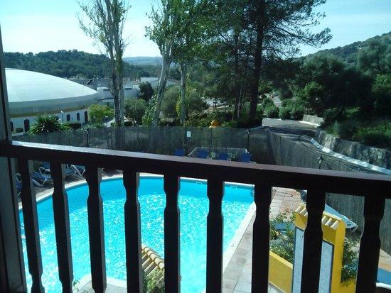 Hotel Las Truchas: Piscina vista desde el balcón de la habitación