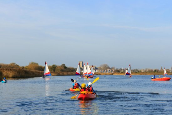 Hengistbury Head Outdoor Education Centre: Sailing in the harbour