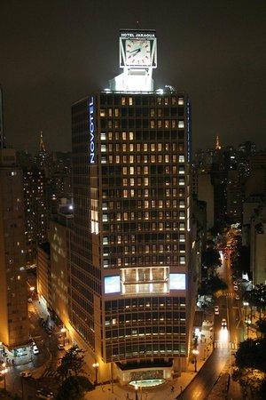 Hotel Novotel Sao Paulo Jaragua Convention: Fachada noturna