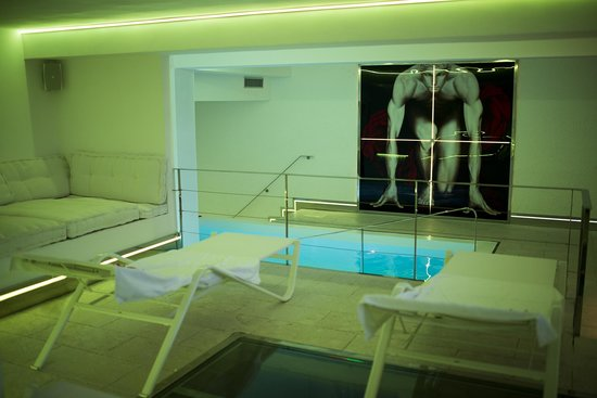 Melizzano, Italia: spa piscina-lettini