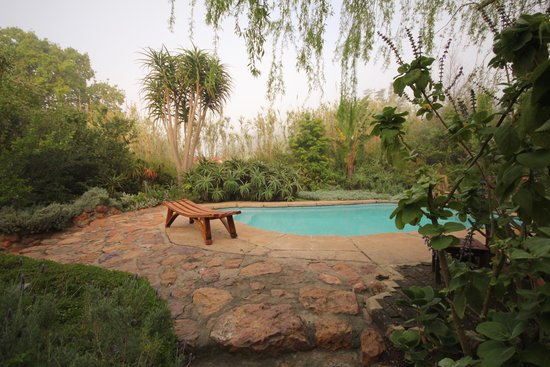 Augusta de Mist Country House: Pool oasis