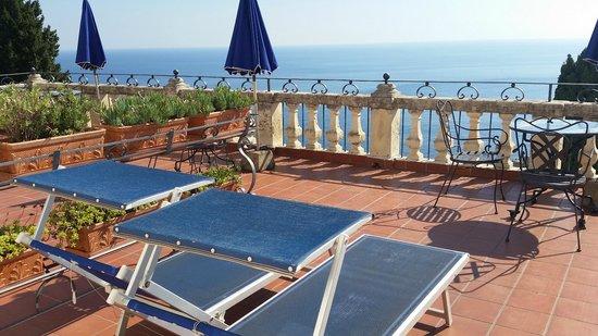 Hotel entrance picture of hotel bel soggiorno taormina for Hotel bel soggiorno