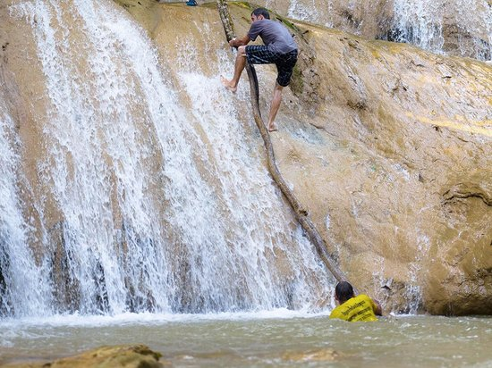 Hillside - Nature Lifestyle Lodge: Waterfall adventures