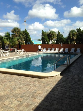 Orlando Continental Plaza Hotel: Area de piscina