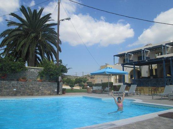 Emporios Bay Hotel : Havuz