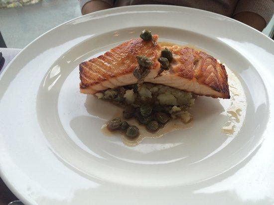 Bwyty Mawddach Restaurant: Salmon main