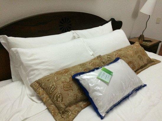 Foto de hotel hacienda balandu jard n habitacion for Habitacion familiar medellin