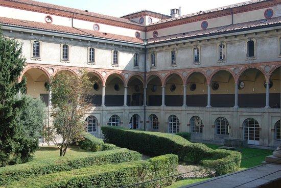 Museo della Scienza e della Tecnologia Leonardo da Vinci: Patio Interior