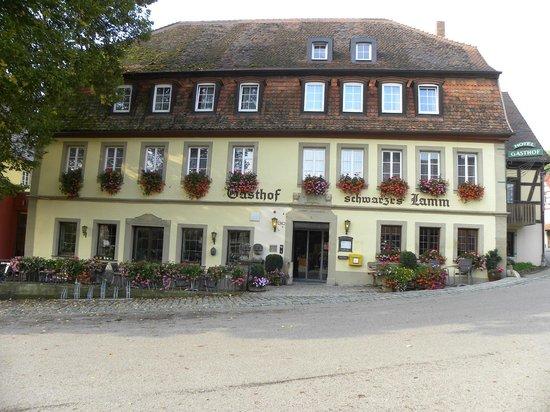 Hotel-Gasthof Schwarzes Lamm: La façade de l'hôtel
